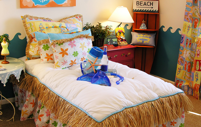 28 home decor beach theme bring the shore into home for Beach themed mural